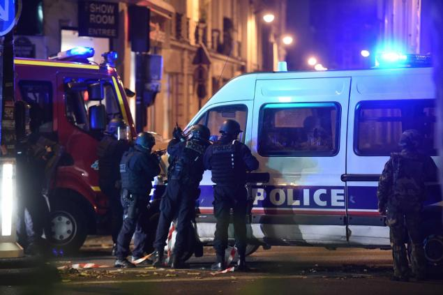 Elite police officers arrive outside the Bataclan theatre in Paris