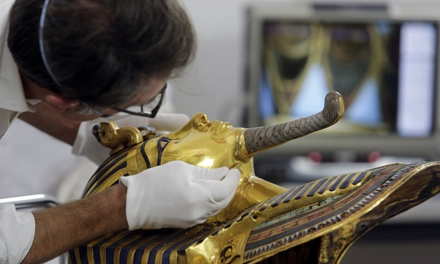 a German-Egyptian team of specialists removed the epoxy and reattached the beard using beeswax