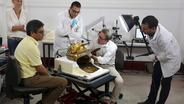 Egyptian and German conservators work on restoring the golden mask of King Tutankhamun at the Egyptian Museum in Cairo, Egypt, October 20, 2015