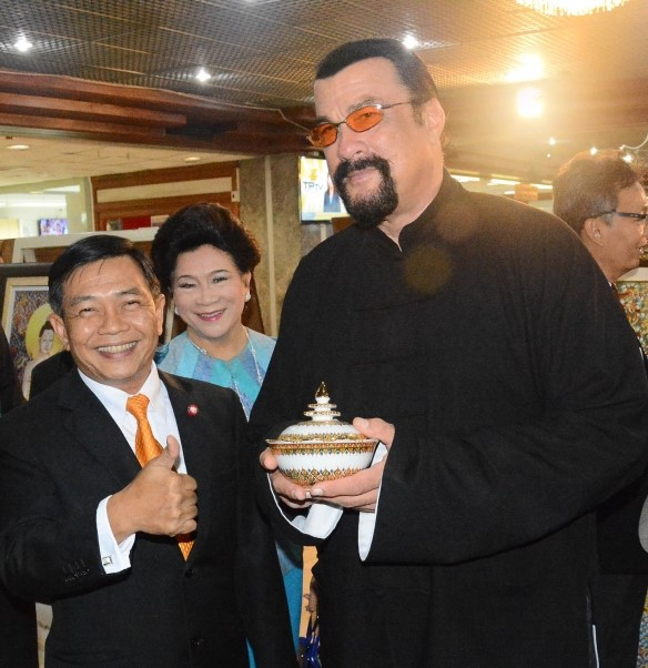 NRSA vice president Alongkorn Ponlaboot, who led the delegation that met Seagal, said foreign films shot in Thailand could promote the country's image and boost its film industry,