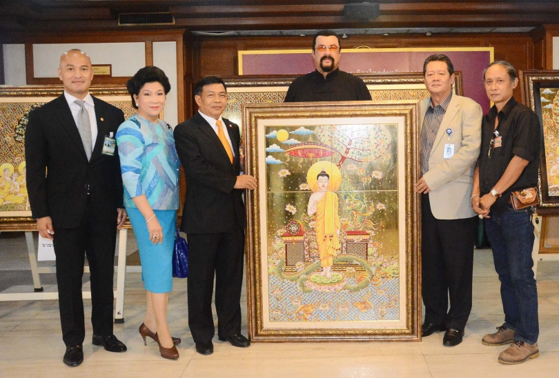 American director and actor Steven Seagal visits an exhibition displaying and selling Thai-style painted tiles which are One Tambon One Product goods, after he met with National Reform Steering Assembly members led by the panel's vice president Alongkorn American director and actor Steven Seagal visits an exhibition displaying and selling Thai-style painted tiles which are One Tambon One Product goods, after he met with National Reform Steering Assembly members led by the panel's vice president Alongkorn