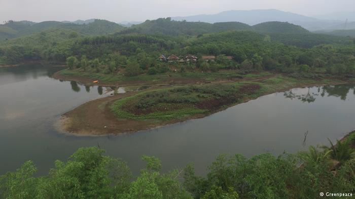By creating extensive ponds, the Chum Chon Ton Nam Nan Highland-Swamp-Field farm managed to survive the drought without losing all its crops. Photo Greenpeace
