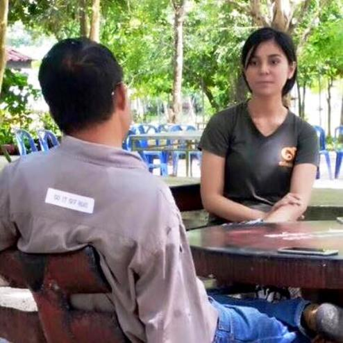 Naritsarawan Kaewnopparat was detained by Makkasan police in Bangkok under an arrest warrant issued by the Narathiwat Provincial Court