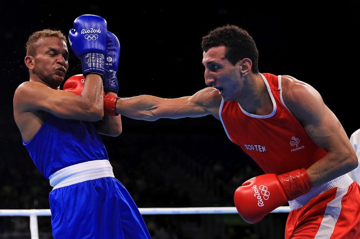 Sofiane Oumiha of France absolutely battered Amnat Ruenroeng over the final two rounds before the fight was stopped Monday