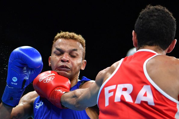 The former IBF flyweight champion Amnat Ruenroeng was dominated by 21-year-old Frenchman Sofiane Oumiha
