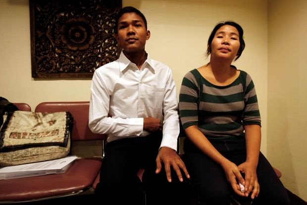 Myanmar migrant worker Tun Tun Win, 24, and his wife Ye Ye, 30, pose before an interview with the Thomson Reuters Foundation in Bangkok, Thailand, September 2, 2016. Picture taken September 2, 2016.   REUTERS/Chaiwat Subprasom