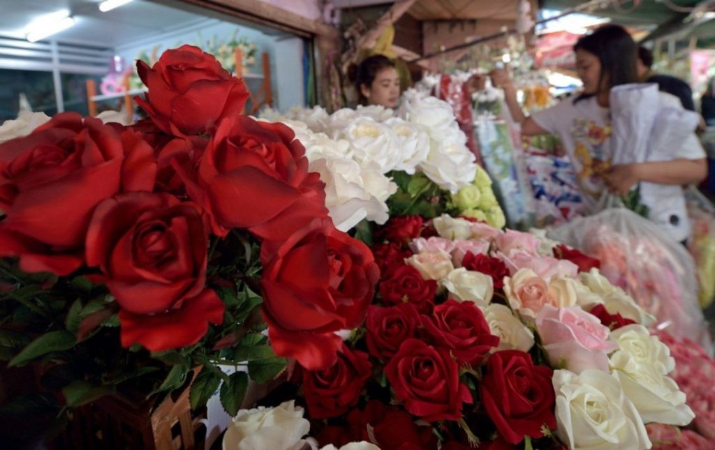 The wholesale price for a rose bush averages Bt30-Bt35, and the retail price is Bt40.