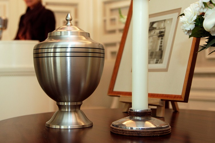 cremation, loved ones, Urns